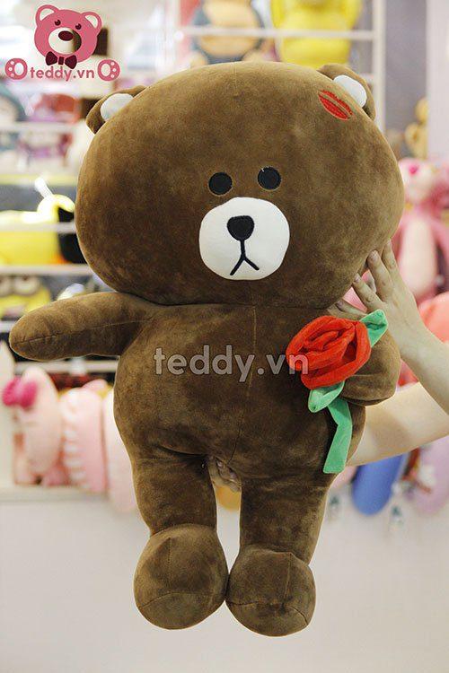 Brown ôm hoa